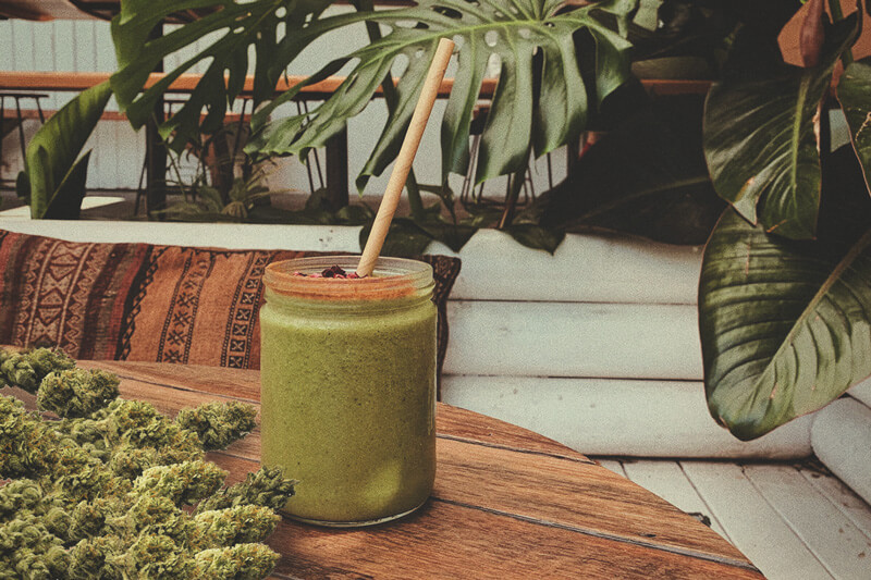 Green smoothie raw cannabis